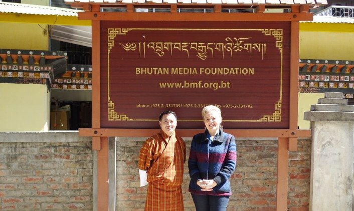 V.l.n.r.: Dawa Penjor (Bhutan Media Foundation) and Martine Bouman (Centrum Media & Gezondheid)